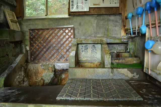 塚野鉱泉水汲み場2