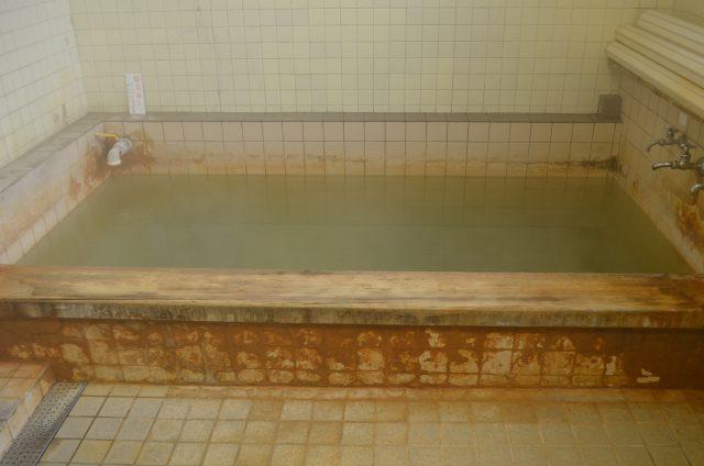 塚野鉱泉 湯船1
